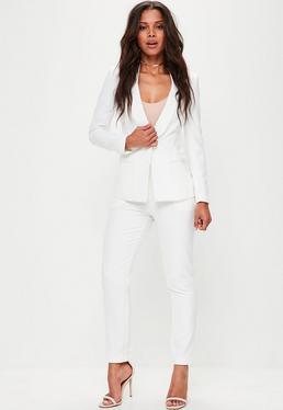 Pantalón de pinzas pitillo en blanco