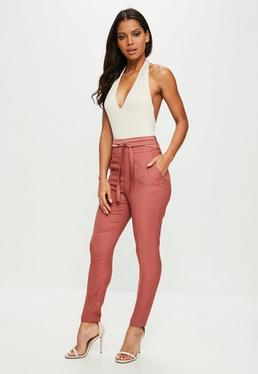Różowe dopasowane błyszczące spodnie