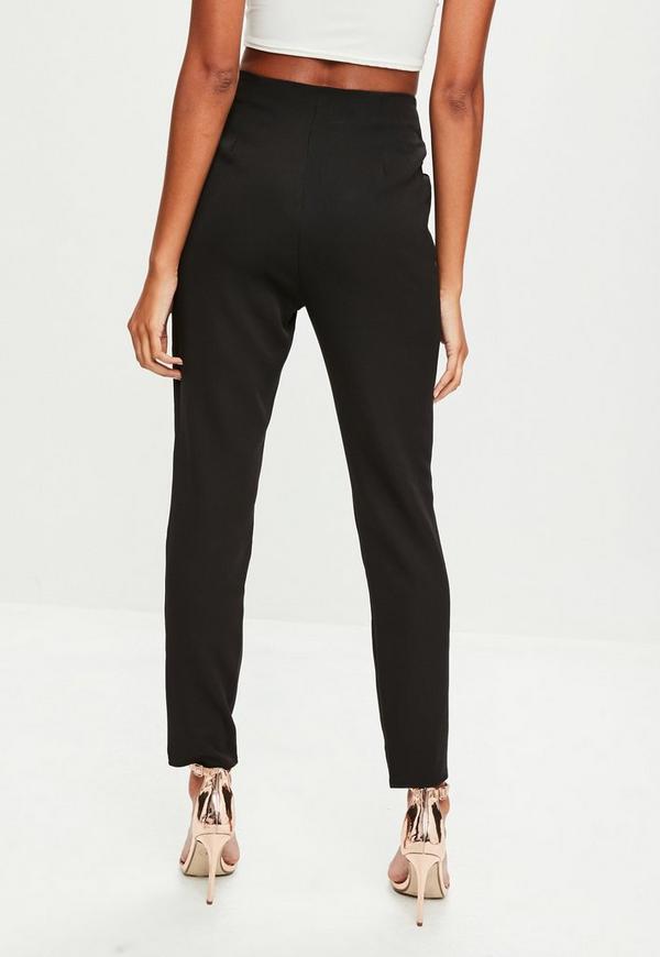 IM HIGH-WAIST-FIT MIT FARBLICH ABGESETZTEM FADEN - Jeans Skinny Fit - black.