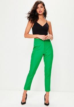 Pantalón entallado en verde
