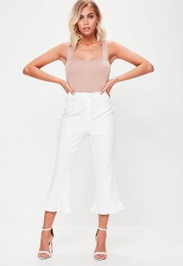 Culotte con bajo de volantes en blanco