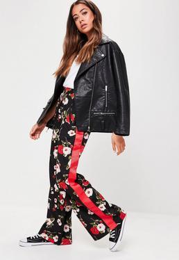 Pantalón de pierna ancha con flores en negro