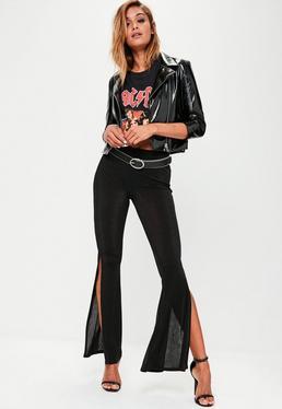 Pantalón ajustado brillante de campana en negro