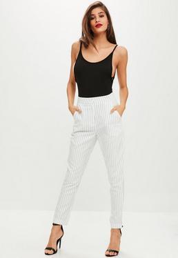 Białe spodnie cygaretki w paski