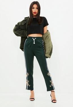 Pantalón de chándal de pierna ancha con bordados es en verde