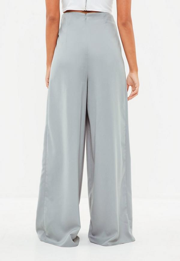 ... Pantalon large gris plissé. Précédent Suivant b4a5c9001074