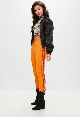 Pomarańczowe joggersy z paskami
