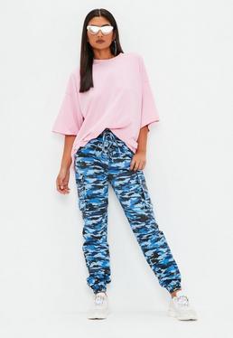 Pantalón cargo premium de estampado camuflaje en azul