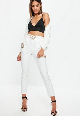 Białe spodnie cygaretki z paskiem