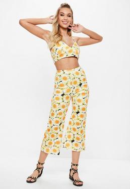 Pantalón campana con estampado de girasoles en amarillo