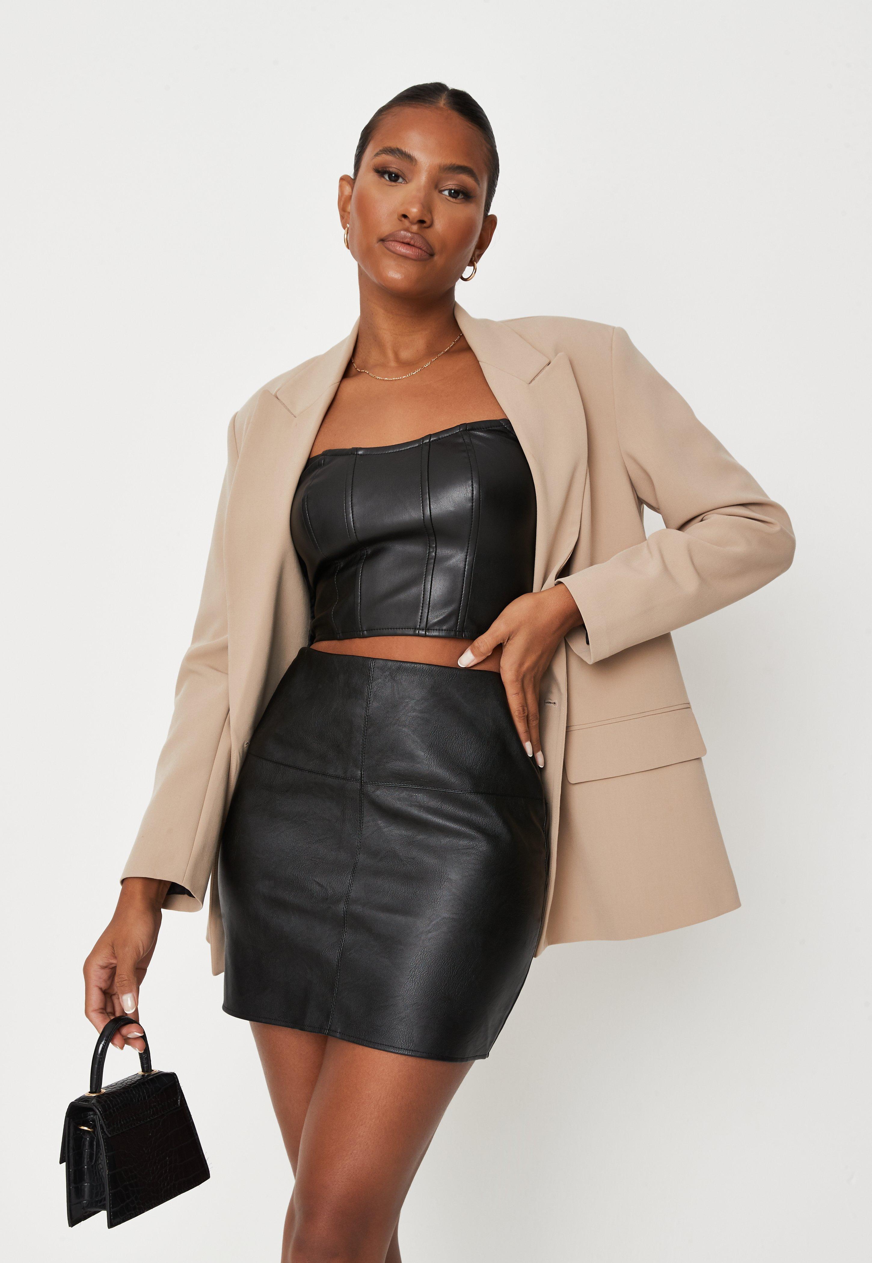 Jupe courte noire en simili cuir