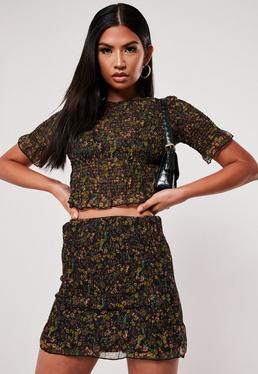 Черная мини-юбка с оборкой и цветочным принтом
