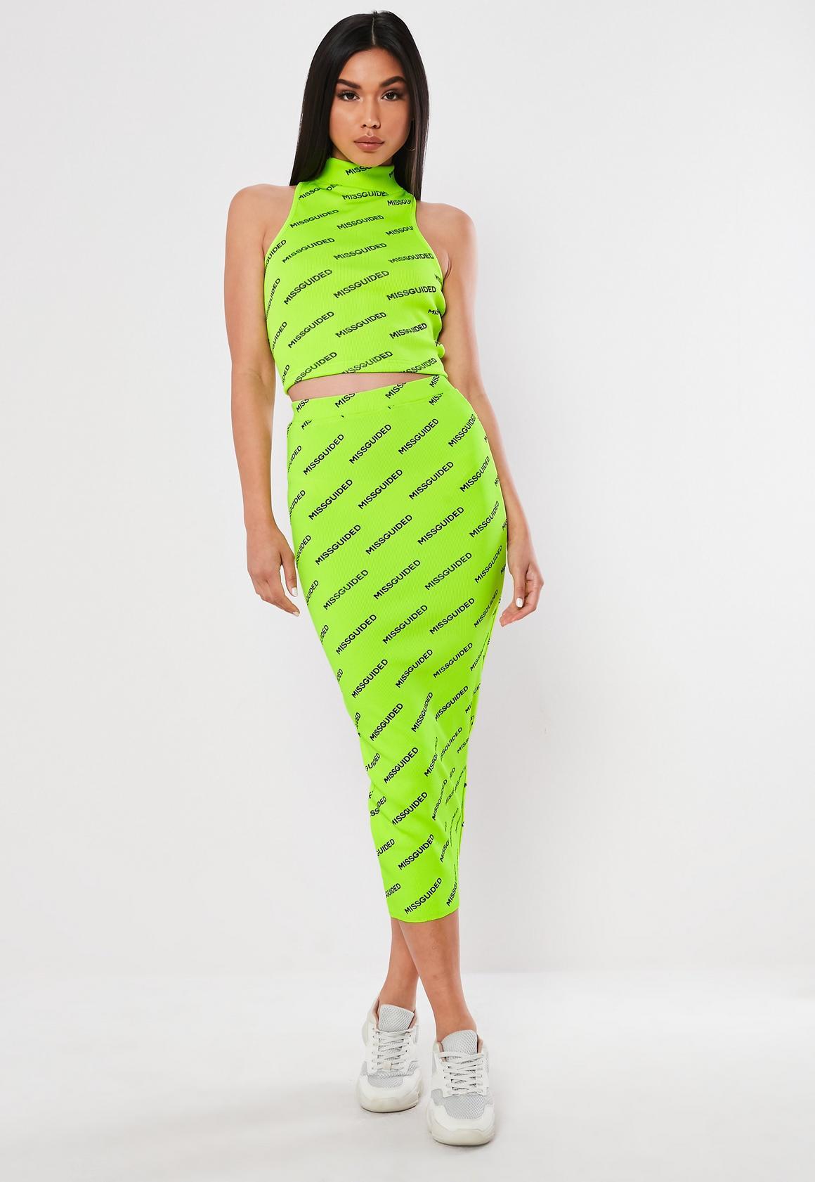 vestido en verde neon para verano