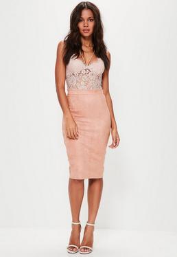 Różowa zamszowa spódnica za kolano