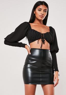 Czarna skóropodobna spódniczka mini