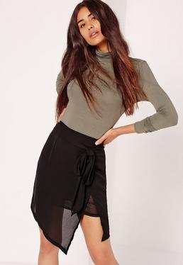 Mini-jupe asymétrique noire nouée