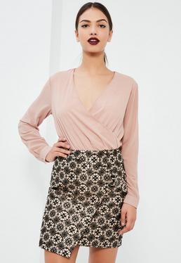 Mini-jupe asymétrique rose imprimé brocart