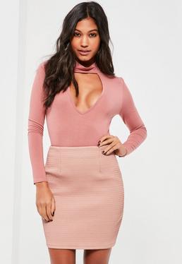 Mini-jupe rose en simili cuir surpiquée