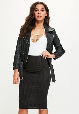 Czarna prążkowana spódnica midi