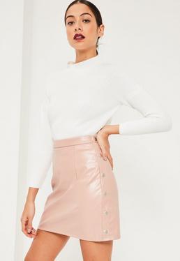 Mini-jupe évasée rose en simili cuir boutons pression