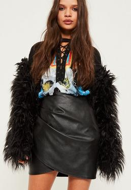 Mini-jupe portefeuille en simili cuir noir