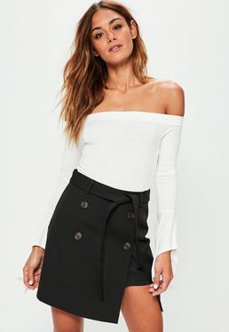 Czarna spódniczka mini z guzikami i paskiem