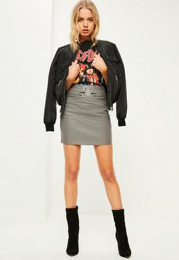 Mini-jupe grise en simili cuir avec anneau métallique
