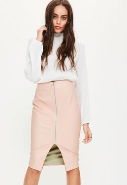 Różowa skórzana spódnica midi z ozdobnym zamkiem z przodu