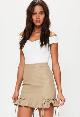Mini-jupe marron en simili cuir avec bordure à froufrous