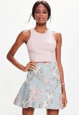Niebieska rozkloszowana mini spódniczka w kwiatowy wzór