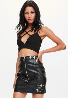 Czarna skórzana spódniczka mini z ozdobnymi zamkami i paskami