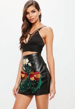 Czarna skórzana spódniczka mini w haftowane kwiaty