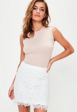 Biała koronkowa spódniczka