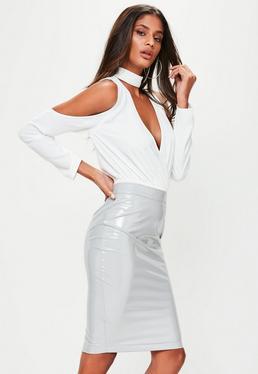 Falda midi de vinilo en gris