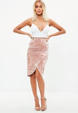 Falda midi cruzada de terciopelo en rosa