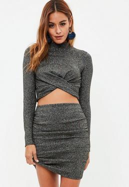Falda efecto metalizado con fruncido en negro
