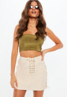 Minifalda de cuero sintético con entrelazados en beige