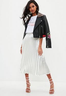 Falda midi plisada en blanco metalizado