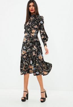 Czarna sukienka midi w kwiatowe wzory