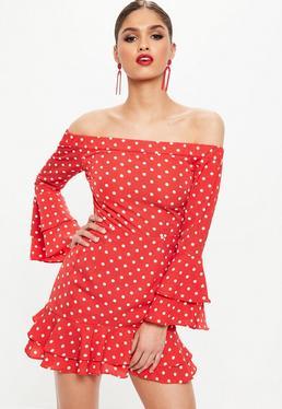 Czerwona sukienka mini w kropki