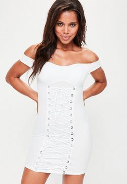 Vestido ajustado con entrelazado en blanco