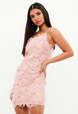 Różowa sukienka z frędzlami
