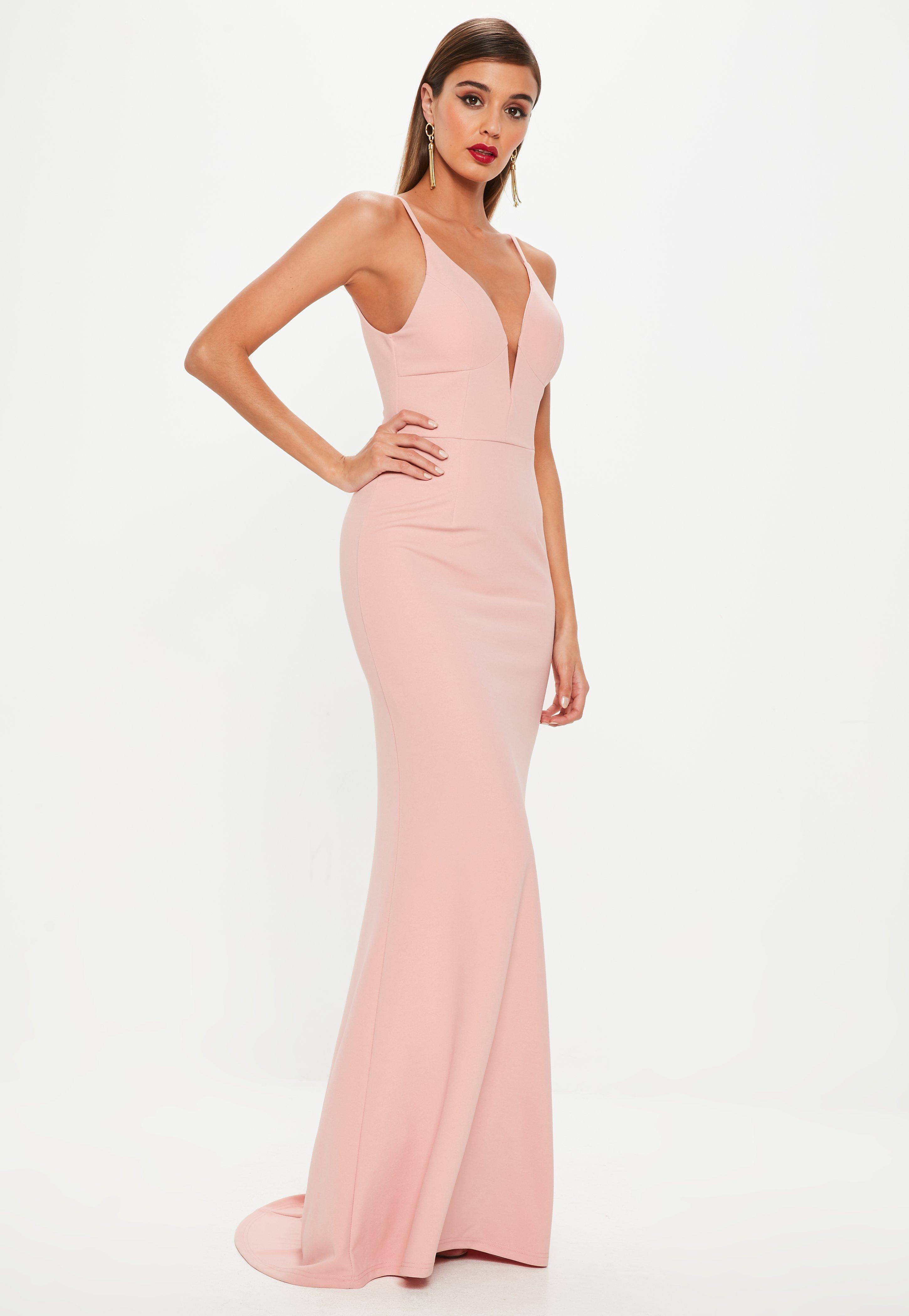 Vestido largo con escote en v con cola de sirena en rosa | Missguided