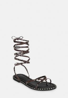 Коричневые змейки на шнуровке