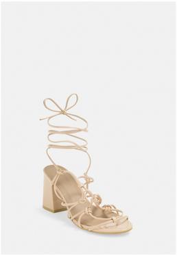 Кремовые босоножки на каблуке