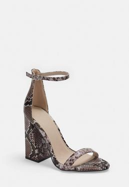 Коричневые босоножки на каблуке со змеиным рисунком