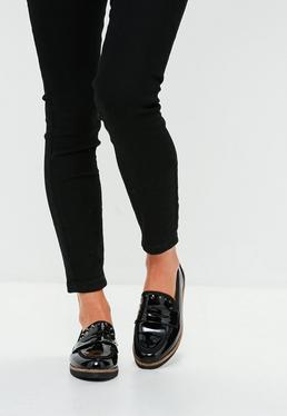 Czarne błyszczące buty mokasyny