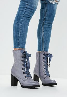Botines de tacón con lazada en gris