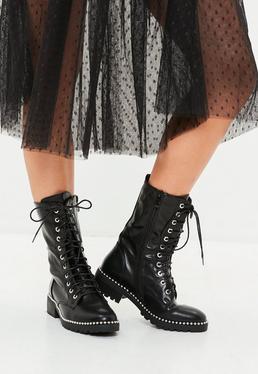 Czarne wiązane botki