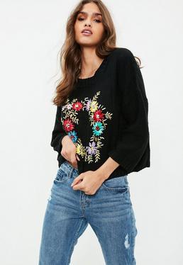 Czarny sweter ze zdobieniami